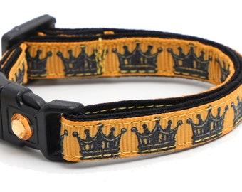 Black Crowns on Burnished Gold - B73D242
