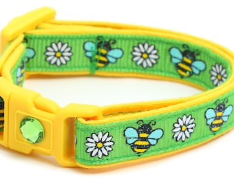 Flowers & Bees on Green B139D35