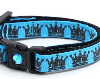 Black Crowns on Blue - B47D242