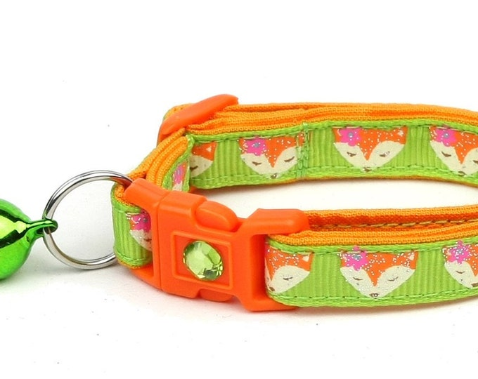 Fox Cat Collar - Foxes on Green - Small Cat / Kitten Size or Large Size