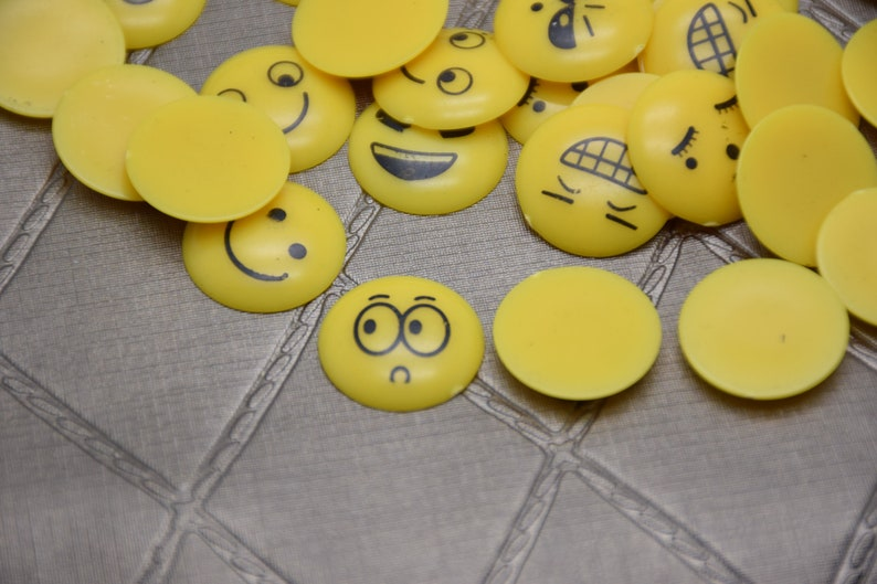Mix Expression Face Cabochon-500Pcs 18mmx18mmx3mm Yellow ResinPlastic Expression Face Cabochon Flat Back For Jewelry