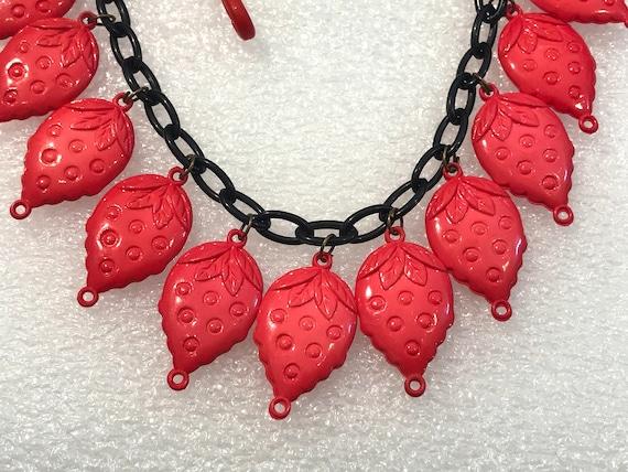 Vintage 1980's plastic strawberries necklace - image 3