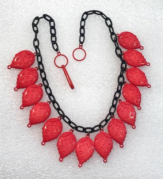 Vintage 1980's plastic strawberries necklace - image 2