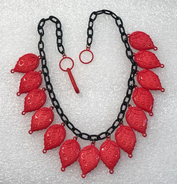 Vintage 1980's plastic strawberries necklace - image 1