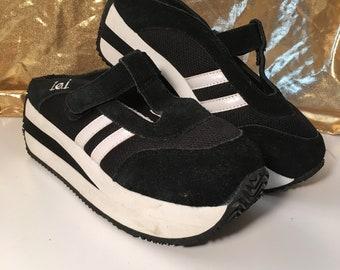 3d956236376b Like New Vintage 1990s L.E.I Platform Slip On Sneakers Raver Grunge Womens  6.5 7 Retro 90s Club Kid Style