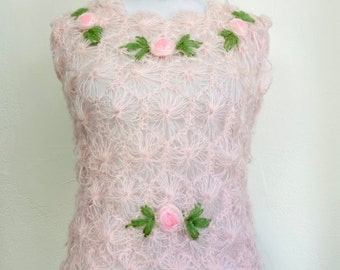 Vintage 1960s Loose Knit Sleeveless Sweater Top // Pink Roses // Daisy Loom Style // Acrylic // Made in Japan // Size Large