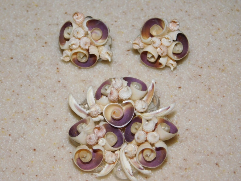 Charming Vintage Shell Demi Parure Purple highlights Very Collectible Super Set Excellent Condition