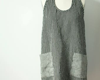 xl shorter flowing a-line black and white striped linen dress with gray striped pockets racer back and shirt tail hem
