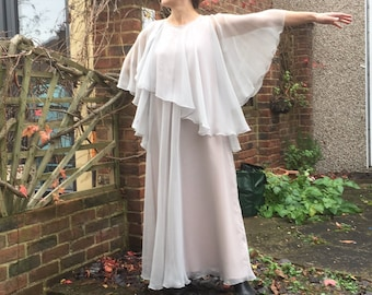 b8d685db0ef Stunning Vintage Designer Jean Varon Flowing Dress in Dove Grey + Peach Vintage  Size 16