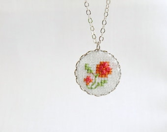 Gentle floral necklace, embroidered roses n018
