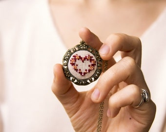Wreath heart necklace - hand embroidered necklace - beaded necklace - gift for her - - Christmas jewelry - Valentines - vintage style - n020