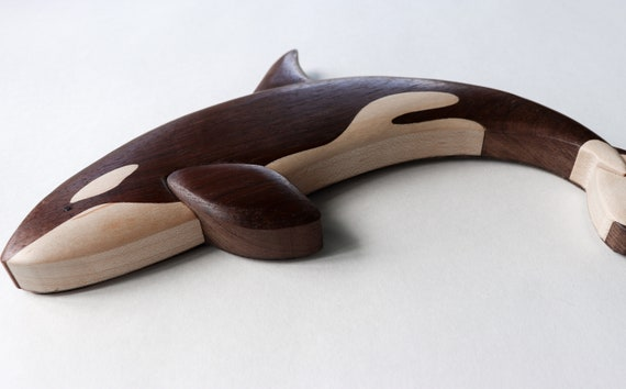 Whale wood magnet