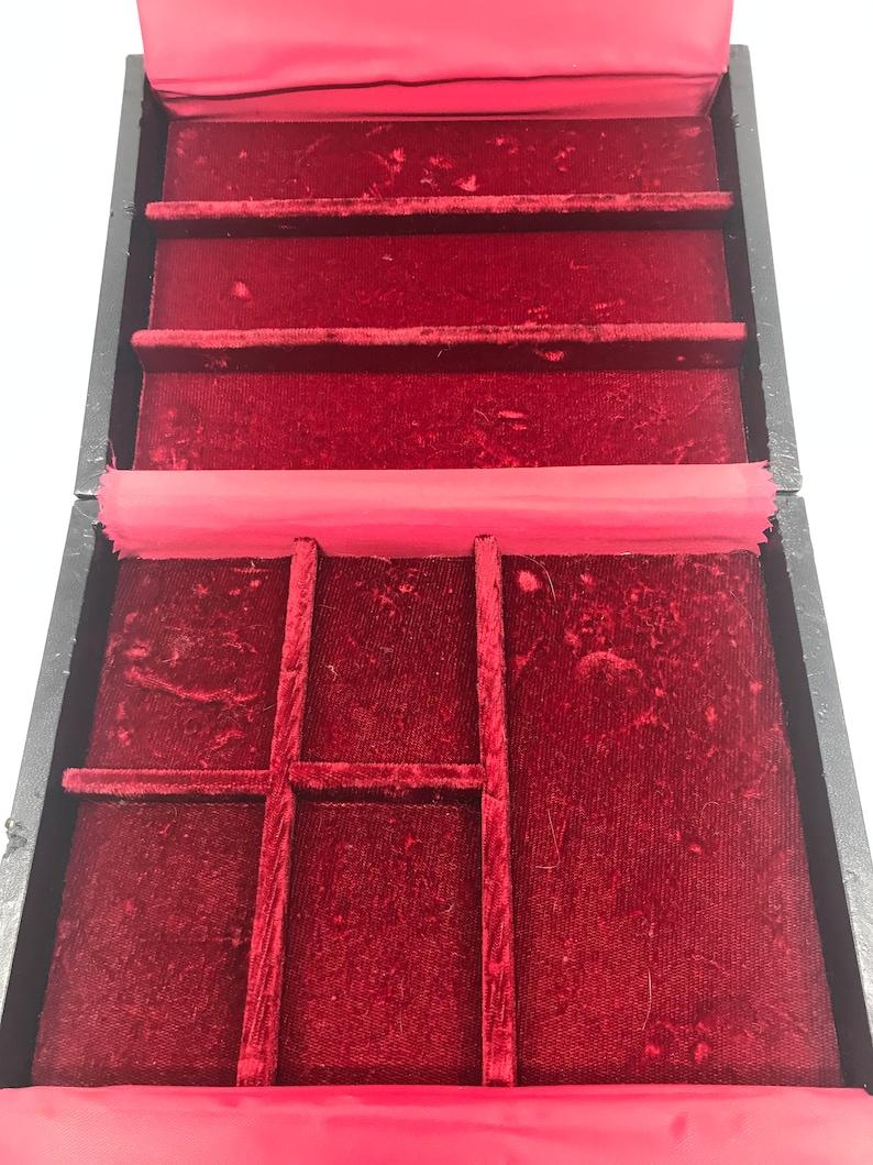 Vintage Black Leather /& Red Velvet Jewelry Keepsake Box w Slide Key LockKey Not NeededAccessory Case-Perfect Travel