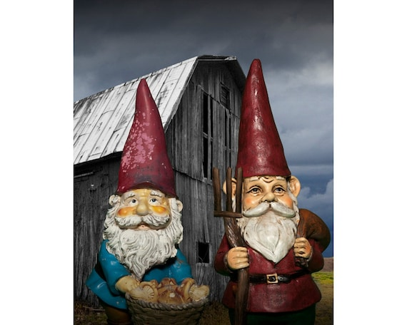 Superbe American Gothic Garden Gnomes Standing In Front Of An Old Barn | Etsy