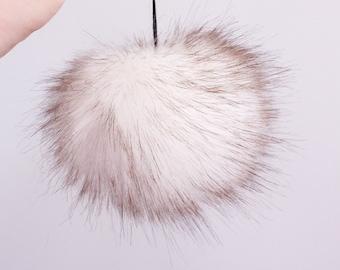 White Fox Faux Fur Pom Pom. White Faux Fur Pompoms. Faux Fur Pom Pom. Faux Fur Pompoms for Hats.