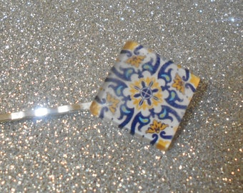 Square cabochon with yellow and blue design on a white back ground #726