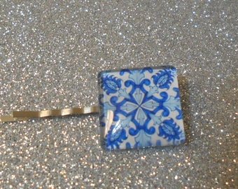 Square cabochon with light and dark blue design on a white back ground #725
