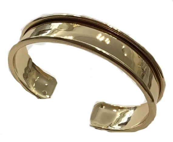 Bangle/ Bracelet in either a gold, rose gold or silver coloured finish