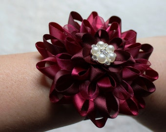 Burgundy Flowers, Burgundy Corsage, Burgundy Wedding, Wine Bridesmaid Flowers, Pearl, Burgundy Wedding Decor, Wine Wedding, Wrist Corsages