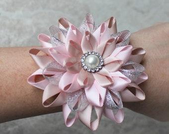 Pink Wrist Corsage, Blush Pink Wrist Flower, Wedding Wrist Corsage, Mother of the Bride Flower, Bridesmaid Wrist Corsages, Wedding Flowers