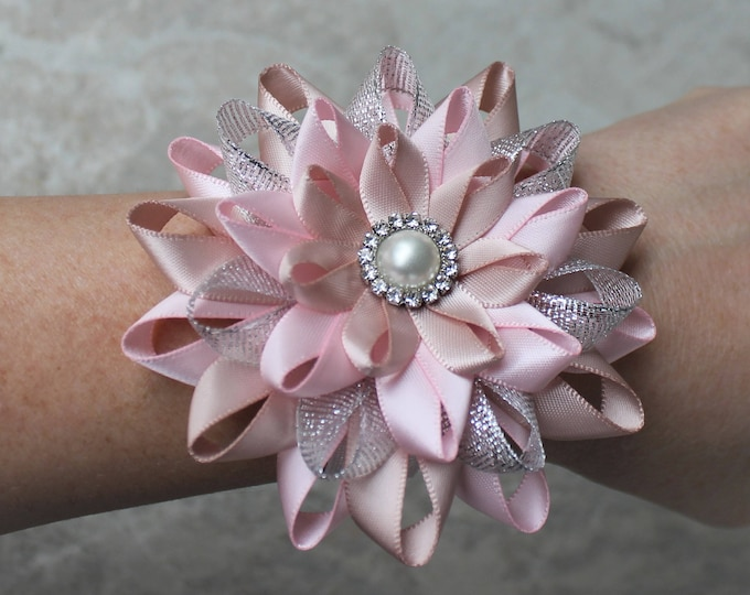 Pink Wrist Corsage, Blush Pink Wrist Flower, Wedding Wrist Corsage, Mother of the Bride Flower, Bridesmaid Wrist Corsages, Wedding Flowers