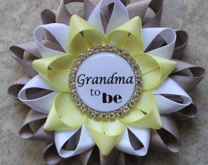 Gray and Yellow Baby Shower Decorations, Grandma to be Pin, Neutral Baby Shower Pins, Aunt to be, Big Sister to be, Gray, White, Pale Yellow