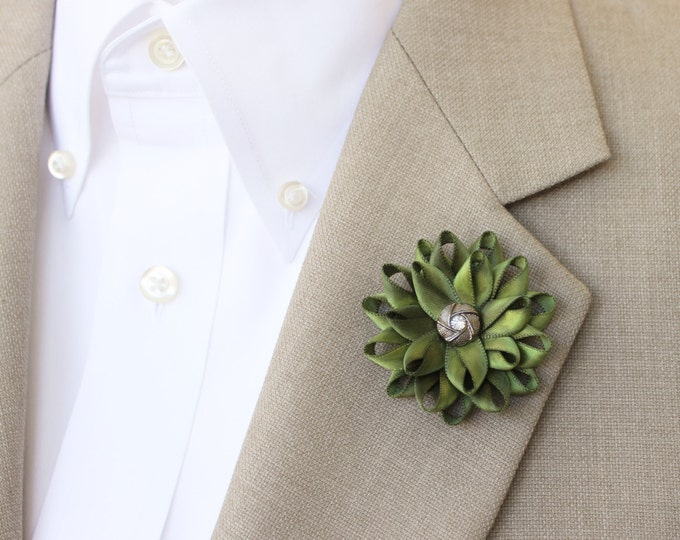 Green Boutonniere, Groomsmen Flower, Green Lapel Pin, Grooms Flower, Lapel Flower Pin, Unique Gift for Him, Gift for Boyfriend, Gift for Dad