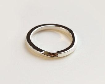 Medium torsion ring - twisted band ring - wedding ring