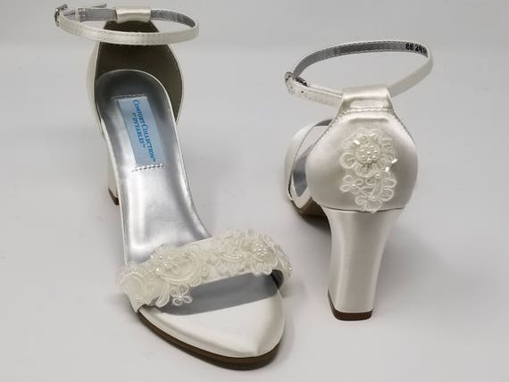 fadd6703e96b1 Chunky Heels Ivory Bridal Sandals with Pearls and Lace Ivory