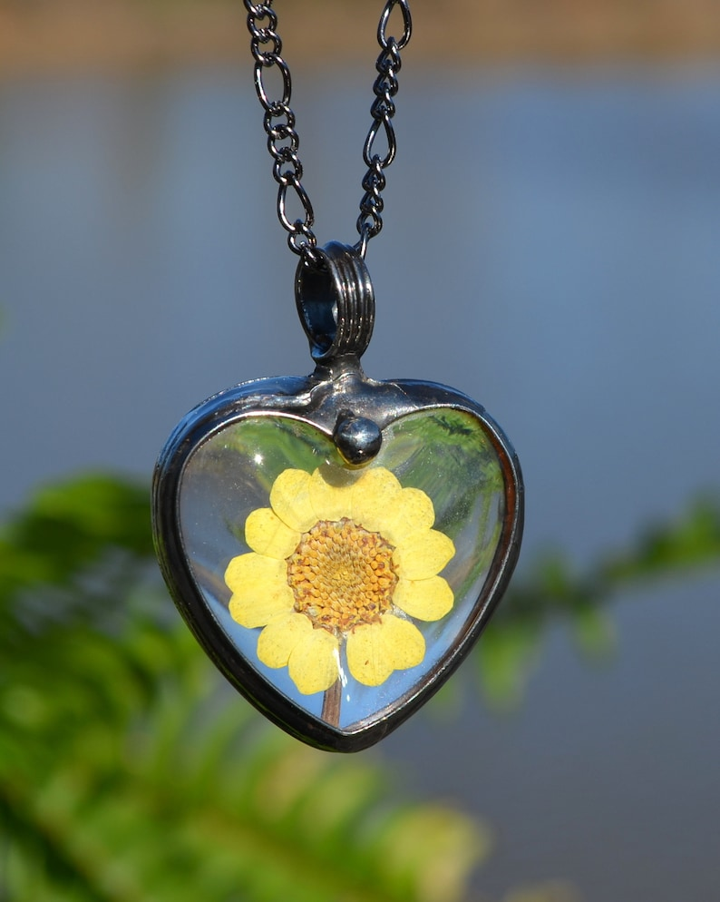 38641c22177be Heart Necklace, Real Dry Pressed Flowers, Necklaces for Women, Sunflower  Necklace, Yellow Daisy, Womens Jewelry, Large Heart Necklace 2788