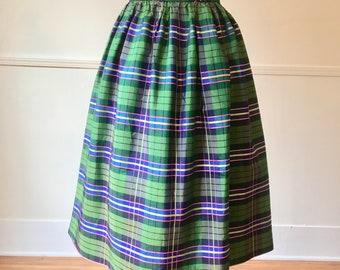5aa32ee2ed 1960's Vintage Plaid Taffeta Skirt / 27