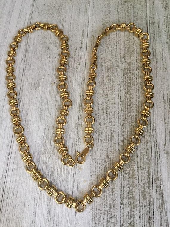 Vintage TRFARI TM decorative Gold Tone Link Neckla
