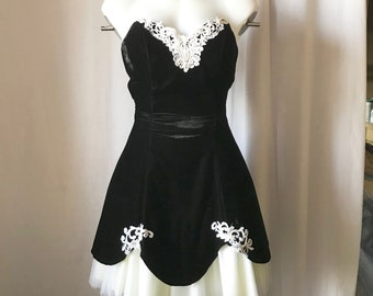 Vintage 80s Ivory Lace Sweetheart Hourglass Sheath Mini Cocktail Dress by Roberta size M