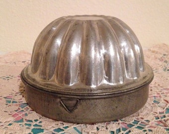 Vintage Tin Pudding Mold England Baking Kitchen Bundt Dish