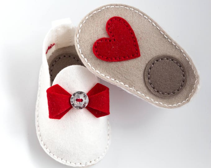 Handmade Baby Shoes, Red Bow and Heart, Unique Baby Gift, Wool Felt, Crib Shoes, Baby Booties, Shower Gift, Baby Gift Set, Baby Shoes