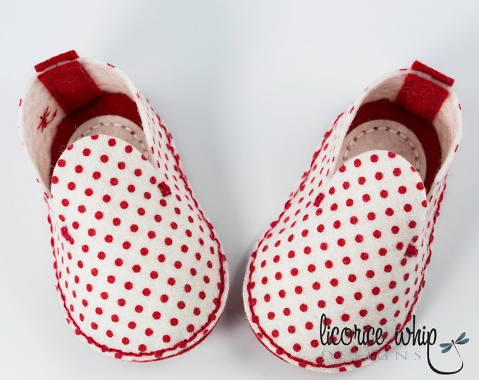 Red and White Polka Dot Baby Booties, Unique Baby Girl Gift, Wool Felt Baby Shoes, Crib Shoes, Baby Shower Gift, Valentine Baby, Gift Box