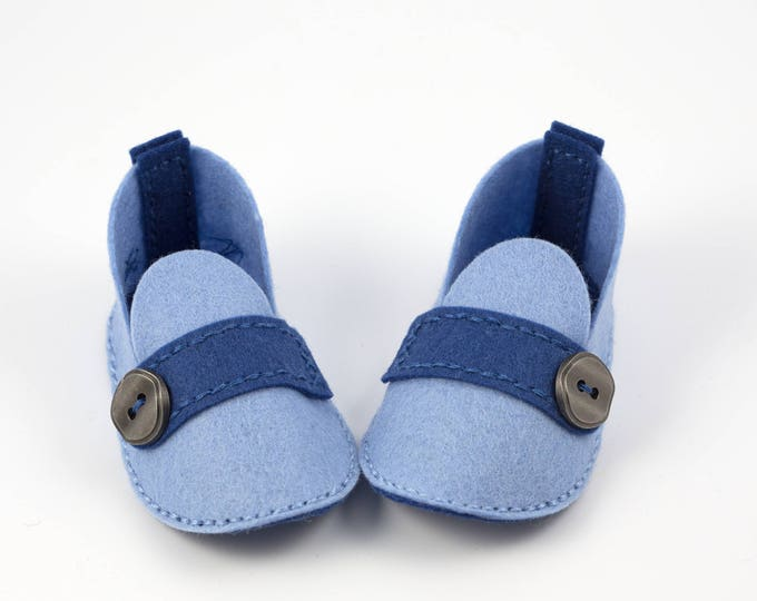 Baby Booties - Unique Baby Gift - Wool Felt - Hand Stitched - Crib Shoes -  White - Blue - Matching Gift Box - JACKSON