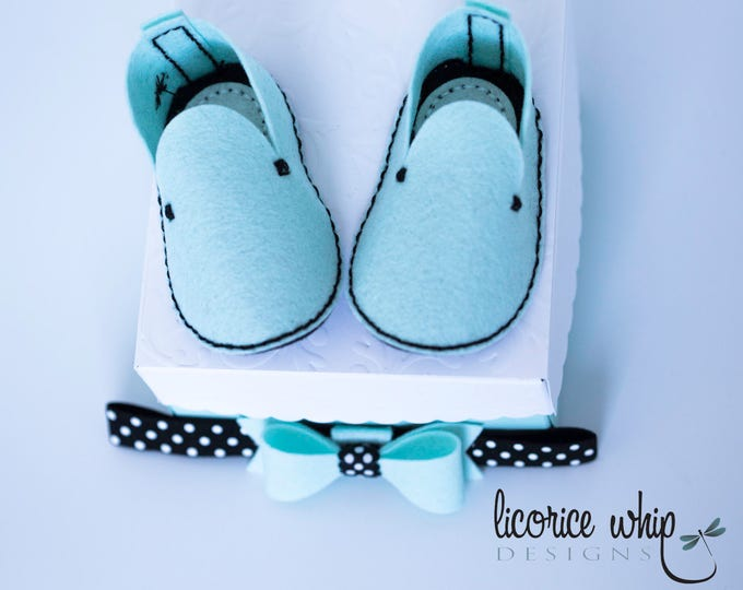 Baby Shower Gift - Baby Booties - Crib Shoes - Wool Felt - Hand stitched - Aqua - Gift box - Unique baby gift - Bow Headband - Girl - SYDNEY