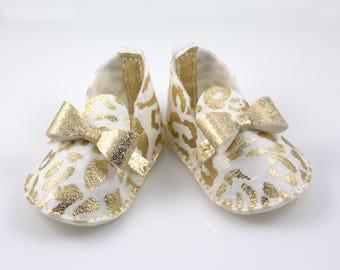 Glamorous Baby Girl Booties, Metallic Gold Baby Shoes,  Princess Baby Shoes, Baby Shower Gift, Gold Baby Bows, Crib Shoes, Baby Shower Gift