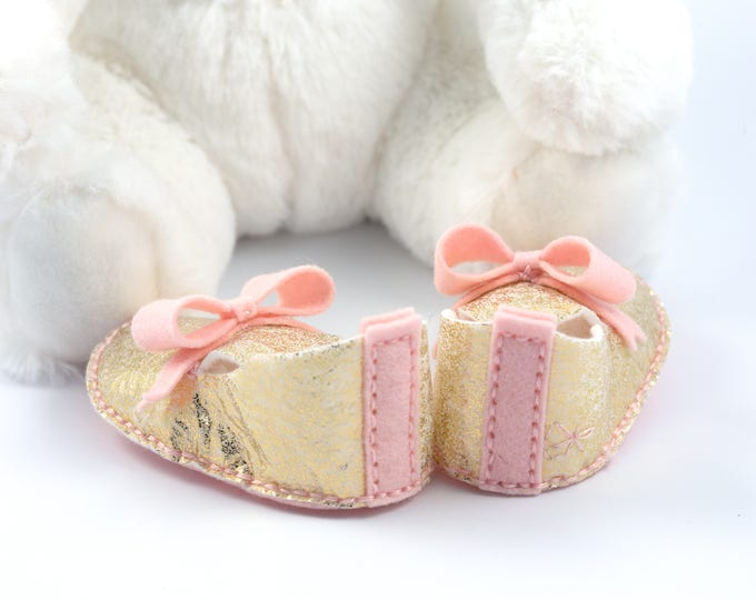 Glamorous Baby Girl Booties, Metallic Gold and Pink Baby Shoes,  Princess Baby Shoes, Baby Girl Shower Gift, Gold Bows, Crib Shoes