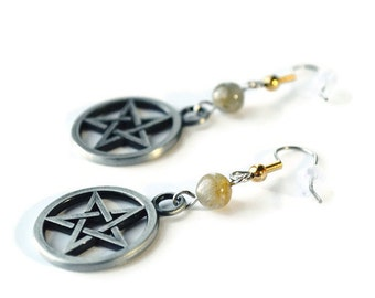 Gothic Witchy Halloween earrings : gunmetal pentagram and labradorite gemstone