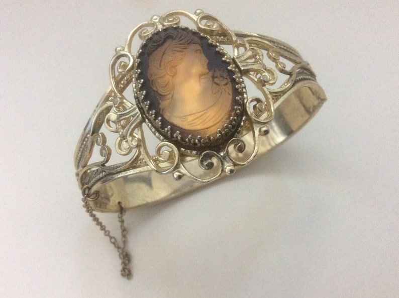 Whiting and Davis Brown glass Cameo bracelet 7