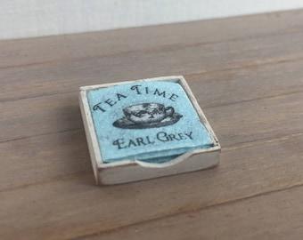 Dollshouse miniature napkins, miniature kitchen, dollshouse kitchen, miniature napkins box, miniature table, one inch scale