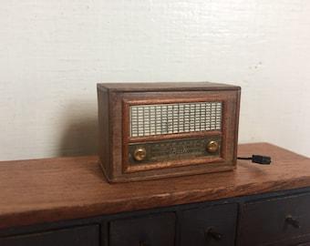Radio antica in miniatura, casa delle bambole radio,  miniatura scala 1:12 radio, mobili casa delle bambole