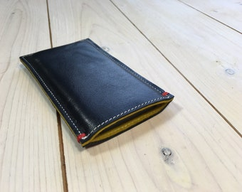 BLACK LEATHER iphone SE sleeve case with a retro yellow woolfelt lining