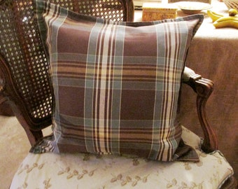 PILLOWS & TEXTILES