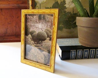 Buckler Inc Frame, Yellow Enamel Floral Portrait Frame, Oval Frame, Cottage Chic, The Buckler Inc Photo Frame, Granny Chic, Neoclassical