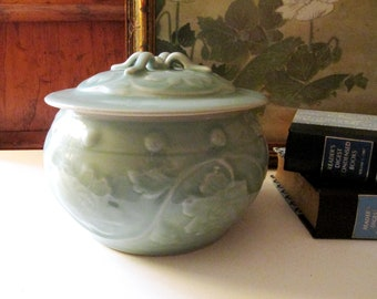 Vintage Celadon Lidded Jar, Temple Jar, Oriental Glazed Chinoiserie Relief Pot, Minty Green Ginger Jar, Chinoiserie Chic