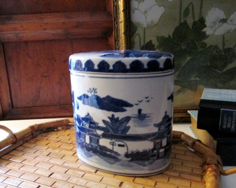 Vintage Blue and White Box, Tea Caddy Style Box, Chinoiserie, Blue Willow Style Lidded Box, Coffee Table Decor