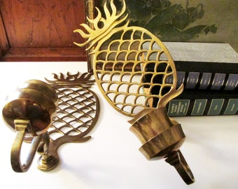 Vintage Brass Pineapple Sconces, Hollywood Regency, Williamsburg Style, French Country Decor, Wall Gallery Decor